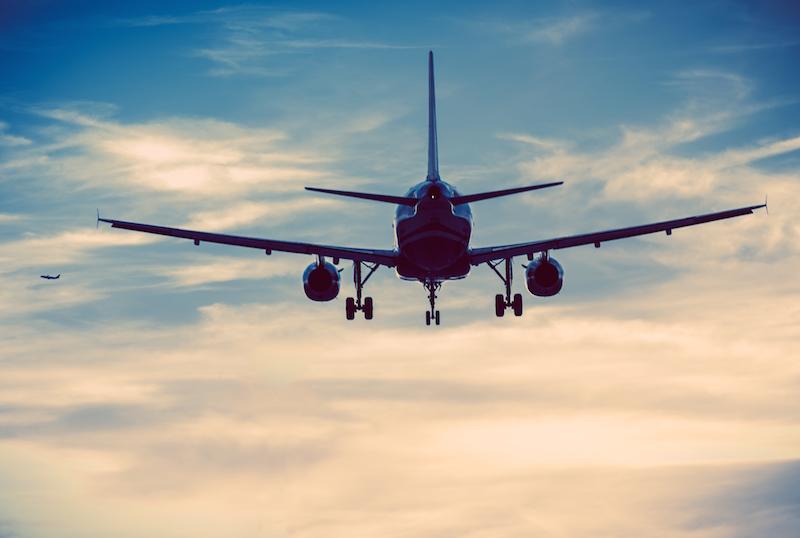航空会社提供の有料Wi-Fiサービスが高額な理由