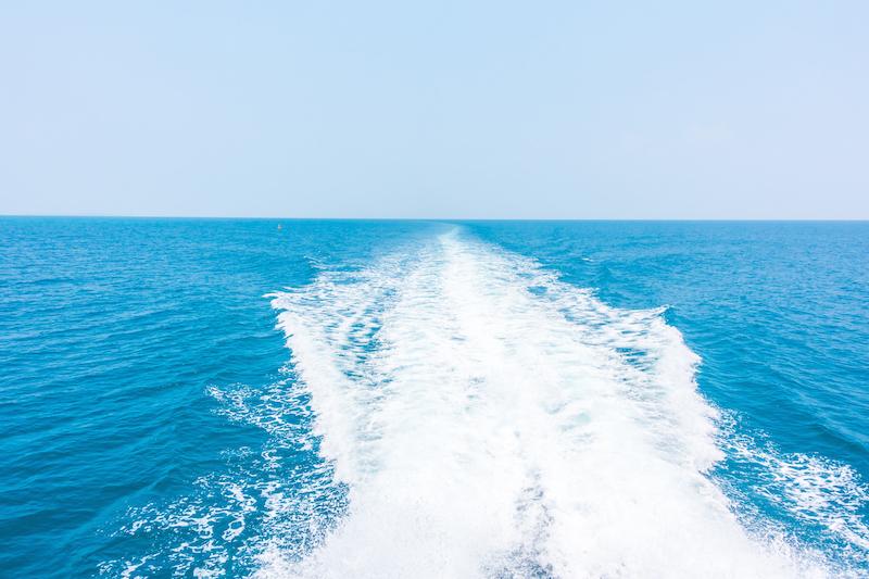 陸上からの電波が届かない海上、海底