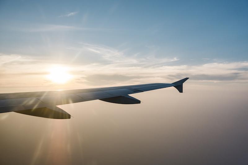 機内でのネット接続は、航空会社提供のWi-Fiサービスのみ利用可能