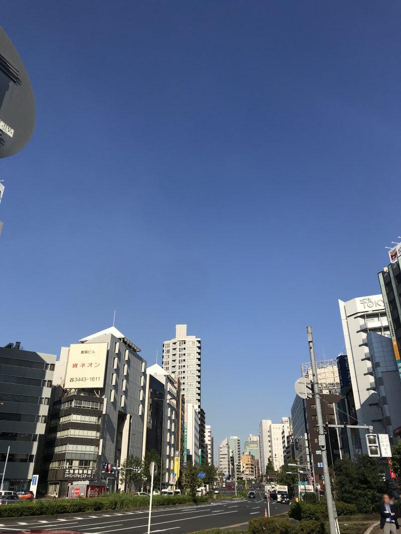 秋晴れの五反田駅前