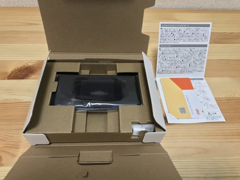 Speed WI-Fi NEXT W06とSIMカード